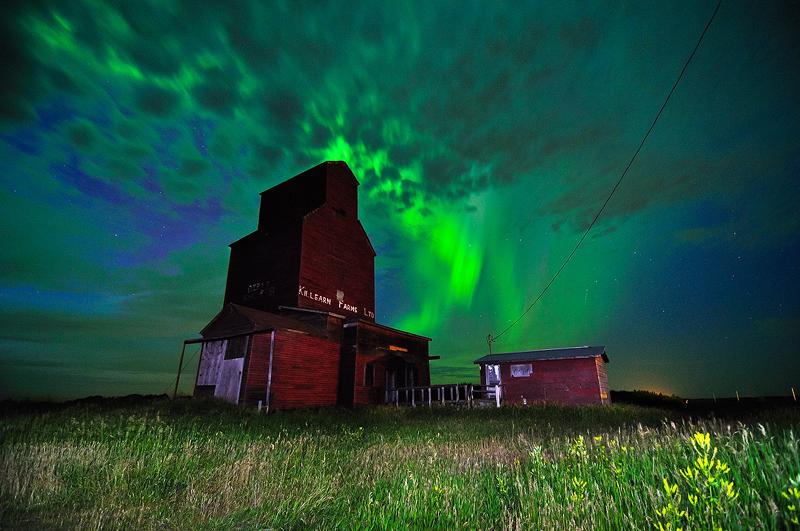 Aurora burst near Tofield
